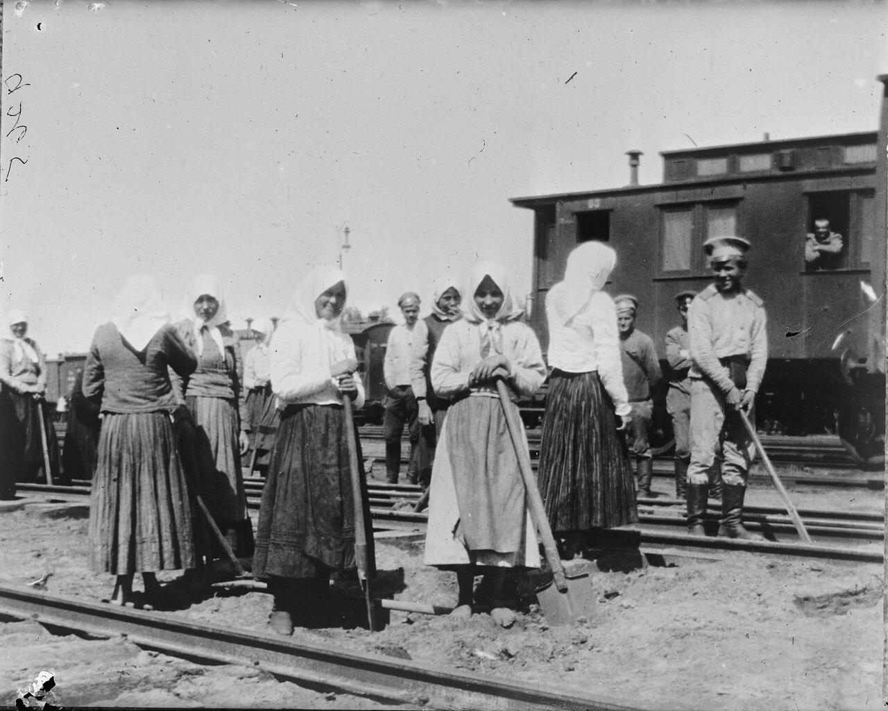 Женщины на железной дороге