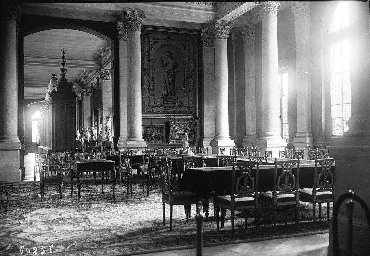 Комната в Севре, где был подписан договор с Турцией