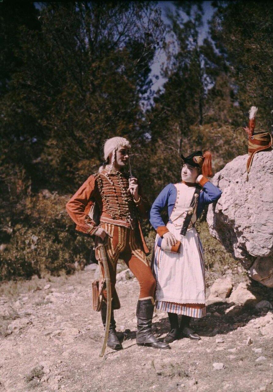 1907. Сцена из фильма с гусаром и маркитанкой