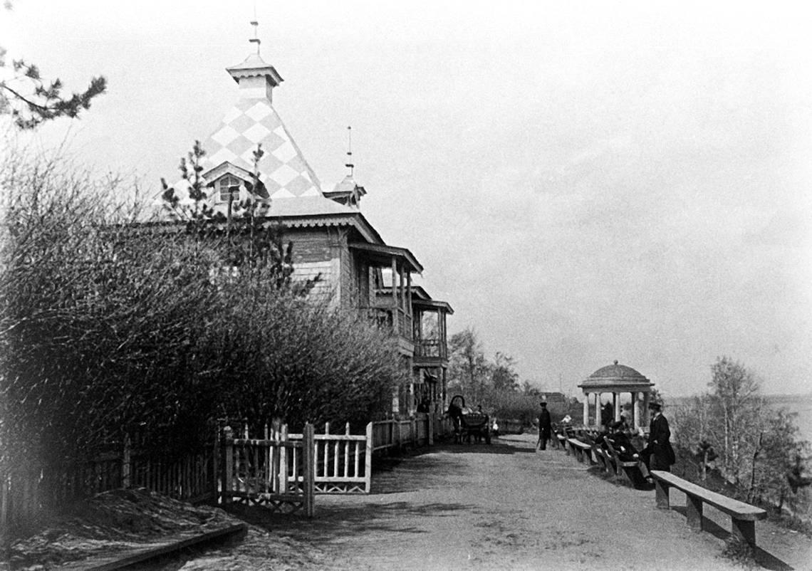 Александровский сад на берегу р. Вятки. 1890-е