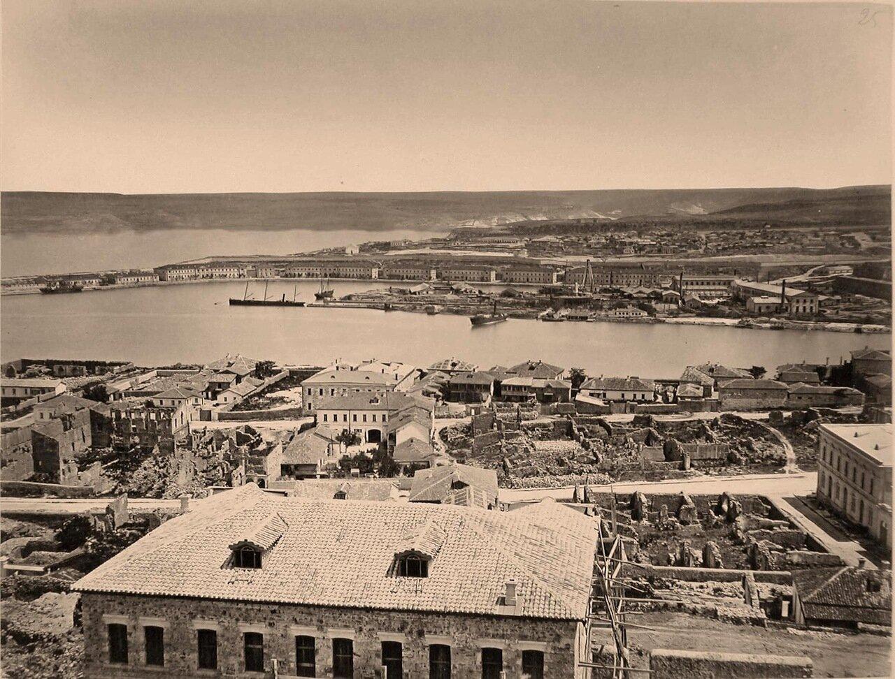 24. Панорама прибрежной части города в районе Южной бухты (между мысами Николаевским и Павловским)