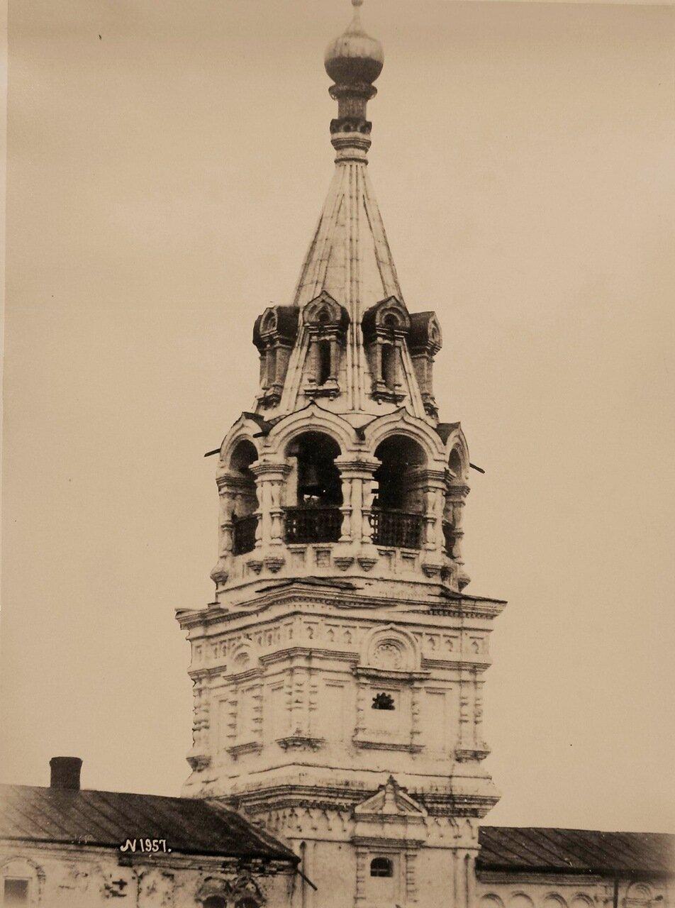 Вид верхней части колокольни Свято-Троицкого Новодевичьего женского монастыря