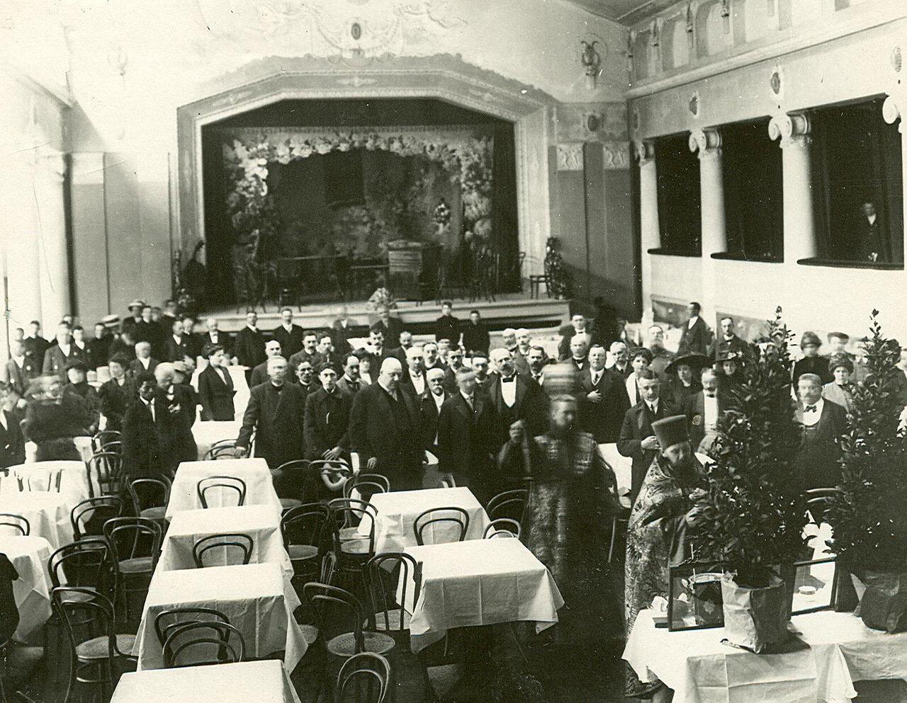 Молебен перед открытием зимнего ресторана «Луна-парк»