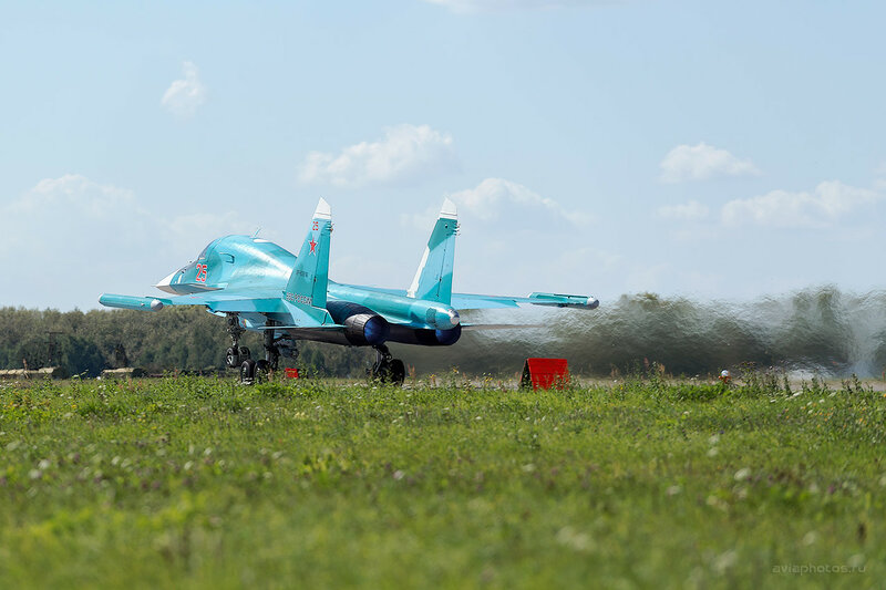 Сухой Су-34 (RF-93816 / 25 красный) D800396