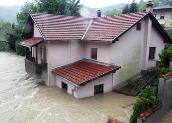 Жертвами сильнейшего за 120 лет наводнения на Балканах стали 20 человек