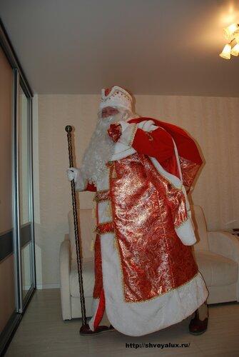 Дед Мороз несет подарки