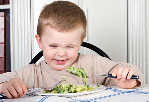 Four year old boy looking with disgust at the food on his plate Дети в картинках и фото