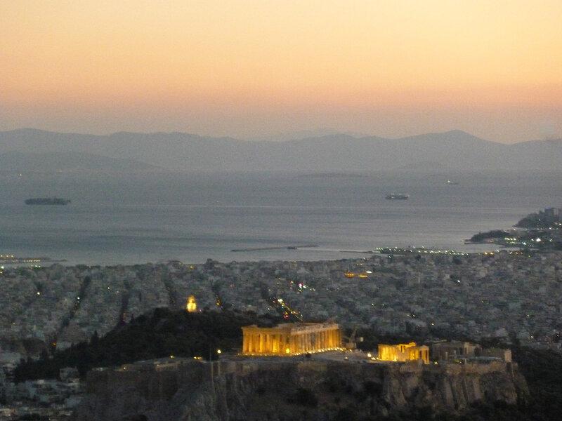 Вид с Ликабета на Акрополь и порт Пирей