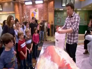Джейми демонстрирует технологию для обработки мясных отходов