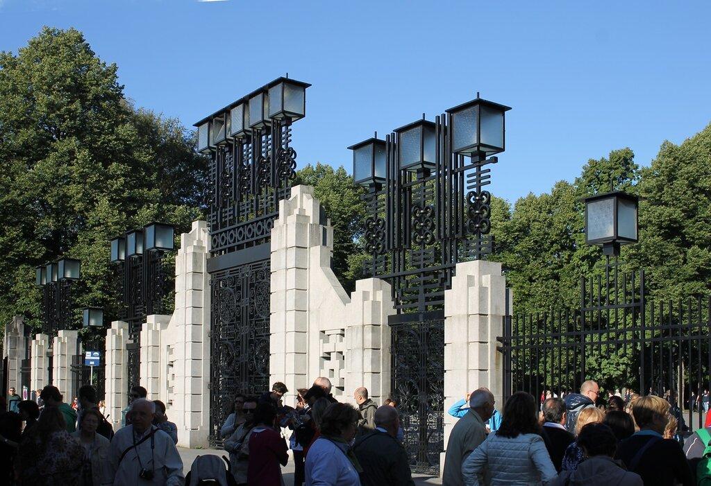Oslo, Vigeland Park. Front gate. Осло, Главные ворота. Парк Вигеланда