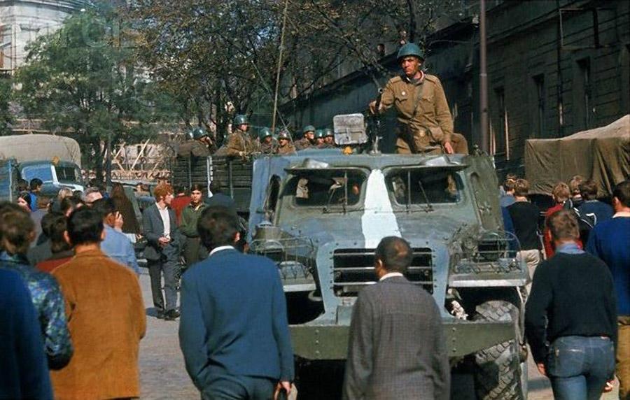 9. 14 июня чехословацкие оппозиционеры пригласили известного «советолога» Збигнева Бжезинского для в