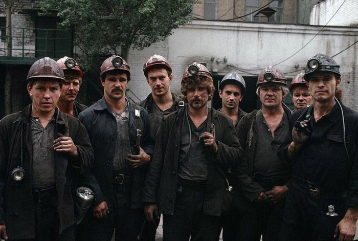 Шахтёры из Донецка после трудового дня, 1988 год. 4. Донецкий завод
