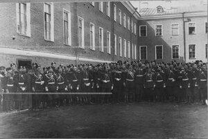 Группа офицеров с командиром полка во дворе казарм.