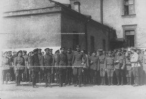Командующий Петроградским  военным округом генерал О.П.Васильковский во время парада запасного батальона полка.