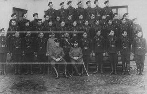 Группа офицеров и рядовых бригады.