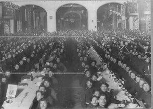Угощение казаков в честь 100-летия Лейпцигской битвы в зале Народного дома.