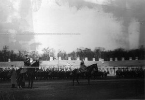 Фронт полка по плацу перед Екатерининским дворцом здравница командира полка генерала Хана Нахичеванского.