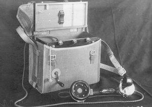 Внешний вид переносного телефонного аппарата в чехле с индукторным вызовом, служащего для специального пользования.