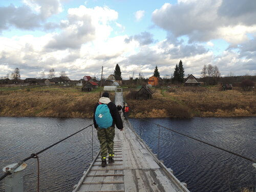 мост между двумя деревнями через реку Тигода