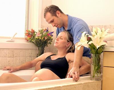 Домашние роды с мужем в воде