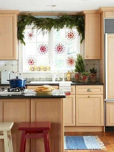 Идеи декорирования окон к Рождеству