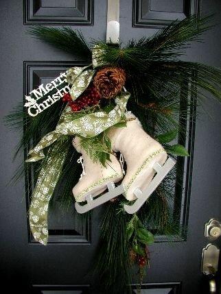 Пять простых идей как украсить двери к новогодним праздникам