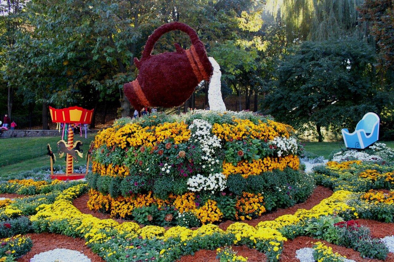 """Выставка цветов """"Времена года в хризантемах"""" на Певческом поле"""