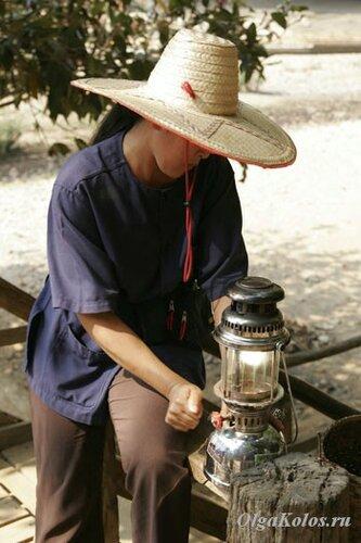 Гид с керосиновой лампой