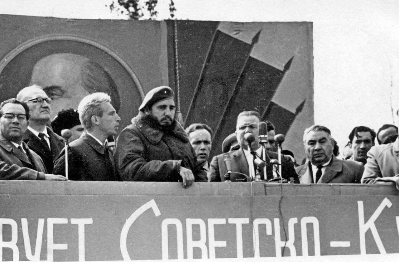 На митинге в Братске. 1963 год.