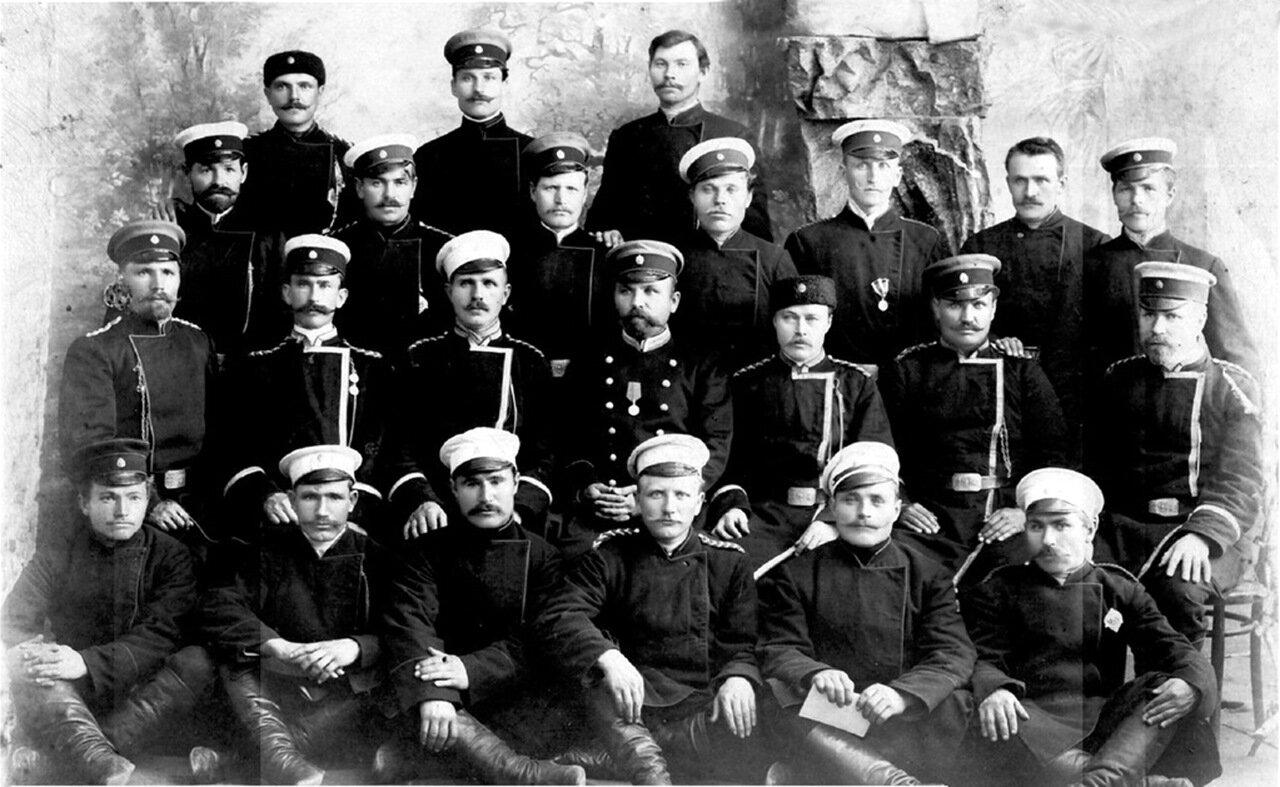 Главные и старшие кондукторы на станции Златоуст, Самаро-Златоустовской ж.д. 1906 г.