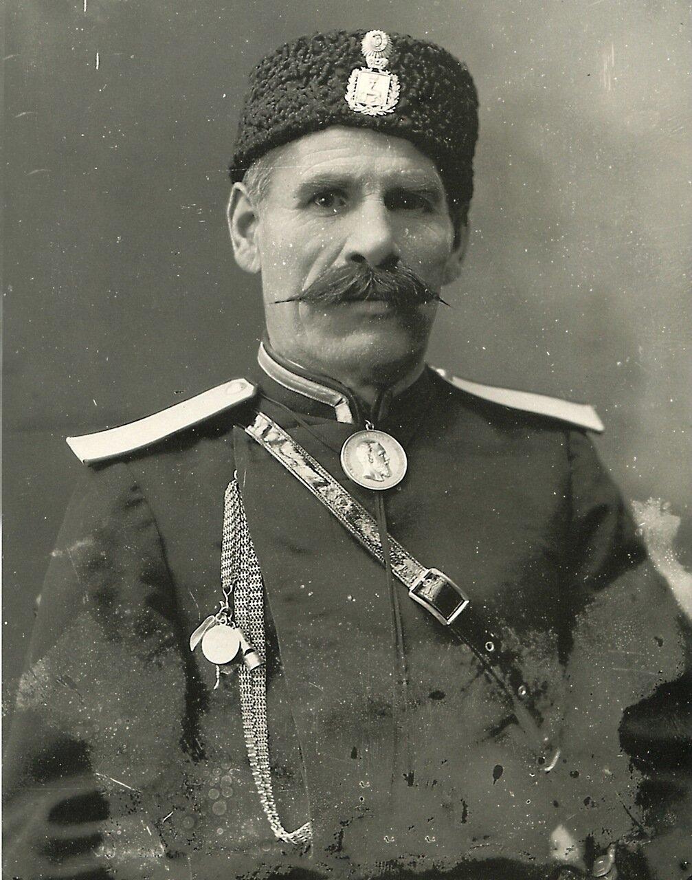Околоточный надзиратель М. Е. Васильков.