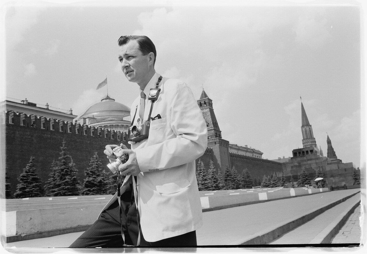 Человек с фотоаппаратом на Красной площади
