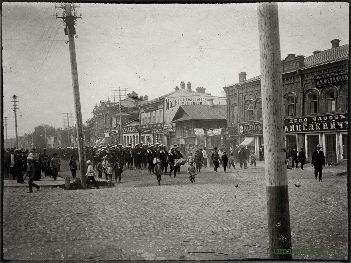 Шествие солдат по Торговой улице