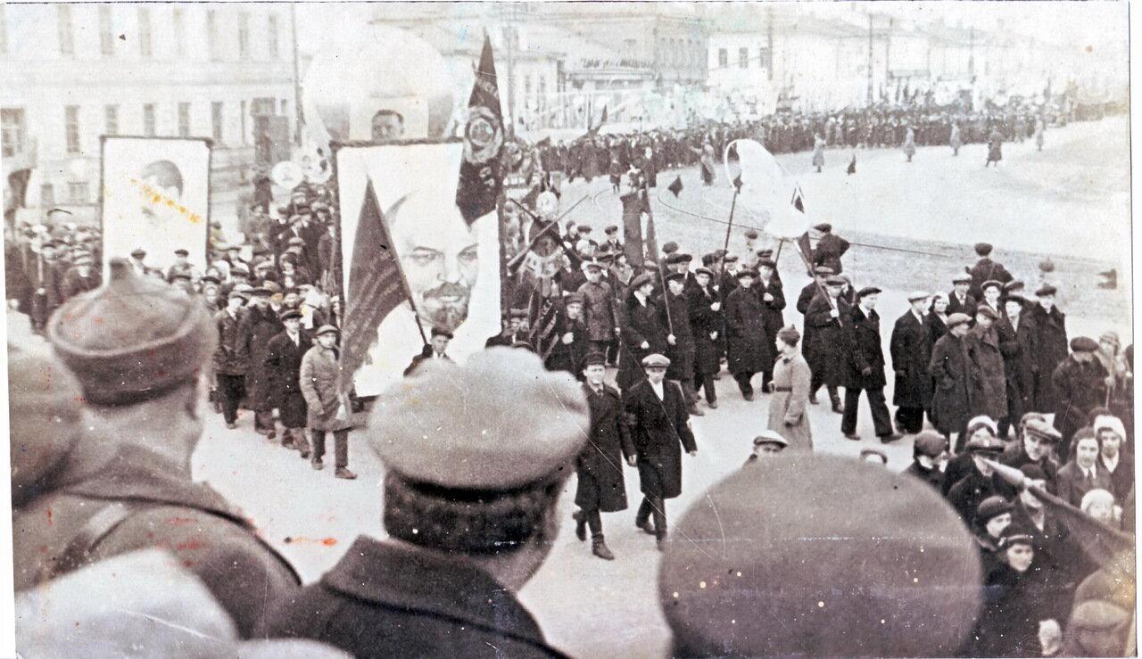 1950-е. На первомайской демонстрации.