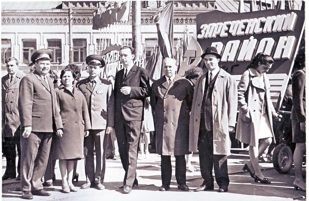 1970-е. 1950-е. На первомайской демонстрации.