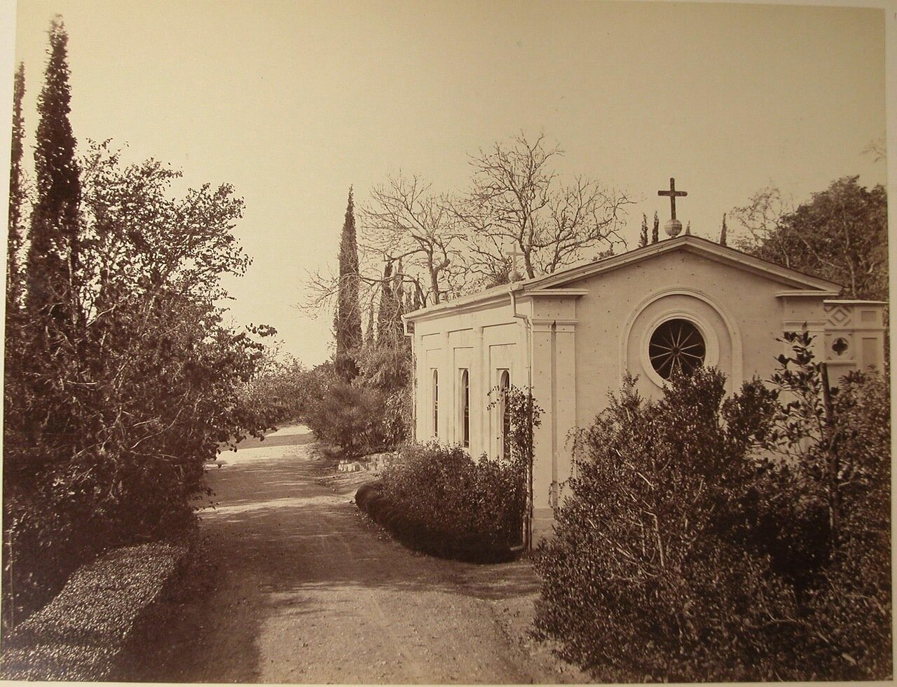 40. Гаспра. Вид православной церкви вблизи побережья