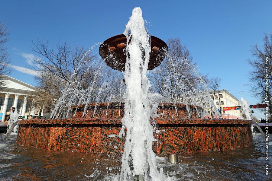 фонтан в сквере Театральной площади кирова