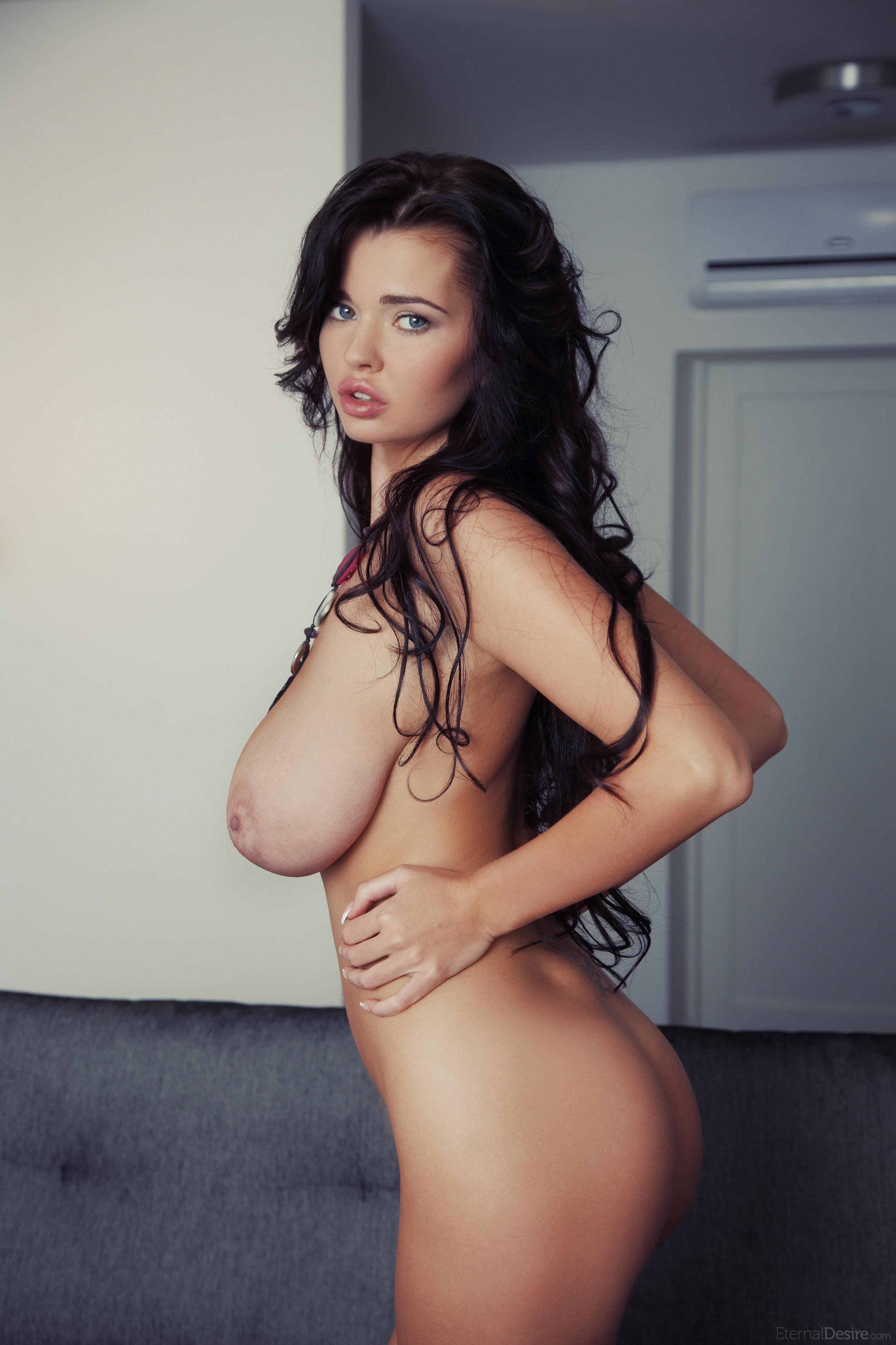 Самые большая грудь голая 4 фотография