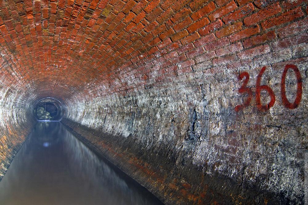 Круглый кирпичный тоннель