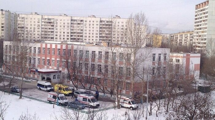 Ученик 11-го класса захватил заложников в московской школе (8 фото)