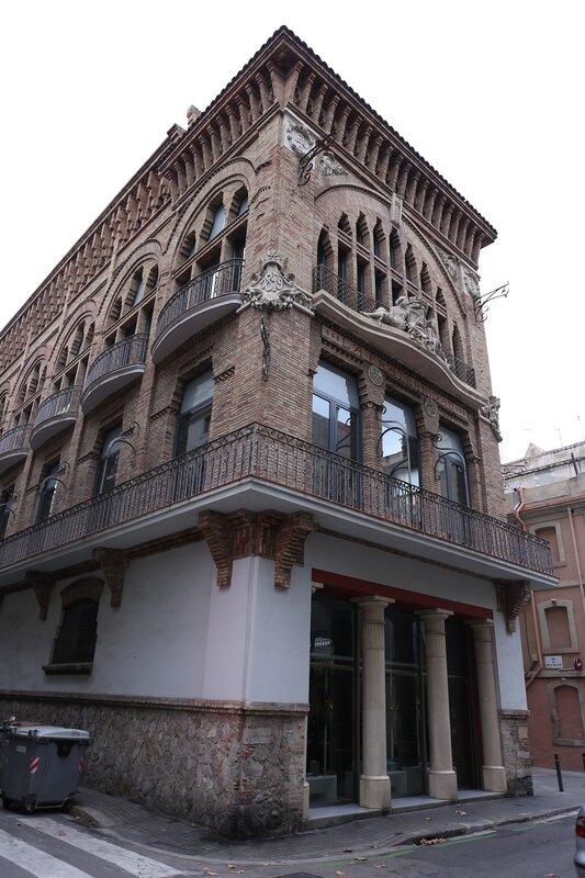 Барселонета. Здание профсоюза La Fraternitat, библиотека