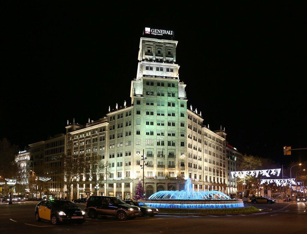 Барселона.  Гран Виа. Здание Banco Vitalicio building . Barcelona. Gran Via de les Corts Catalanes.