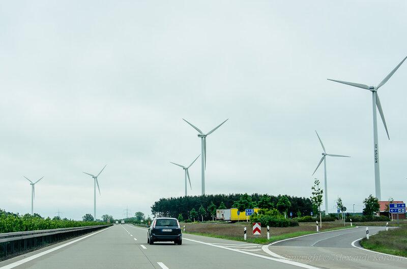 Ветряки на автобане в Германии