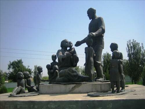 памятник семье кузнеца Шаахмеда Шамахмудова