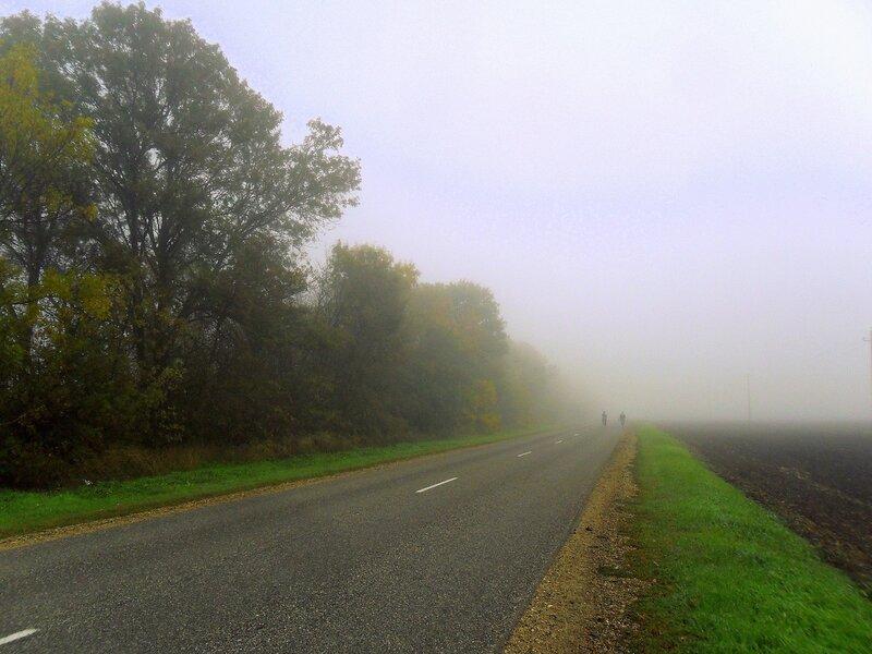 В походе, туманный каприз погоды