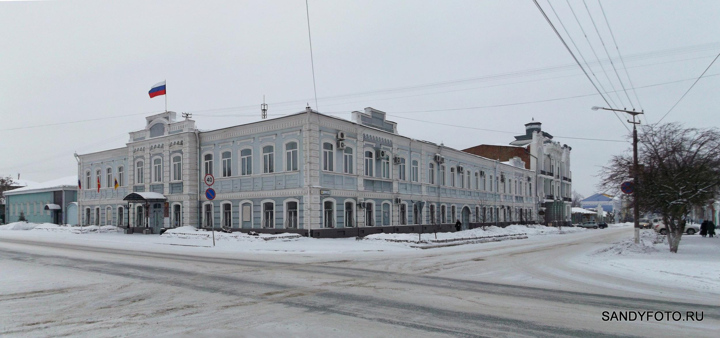 Подготовка к трансляции Олимпийских Игр в Сочи на центральной площади Троицка