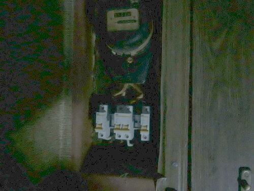 Фото 12. Вызов электрика аварийной службы увенчался успехом - неисправности в квартирном щите устранены.