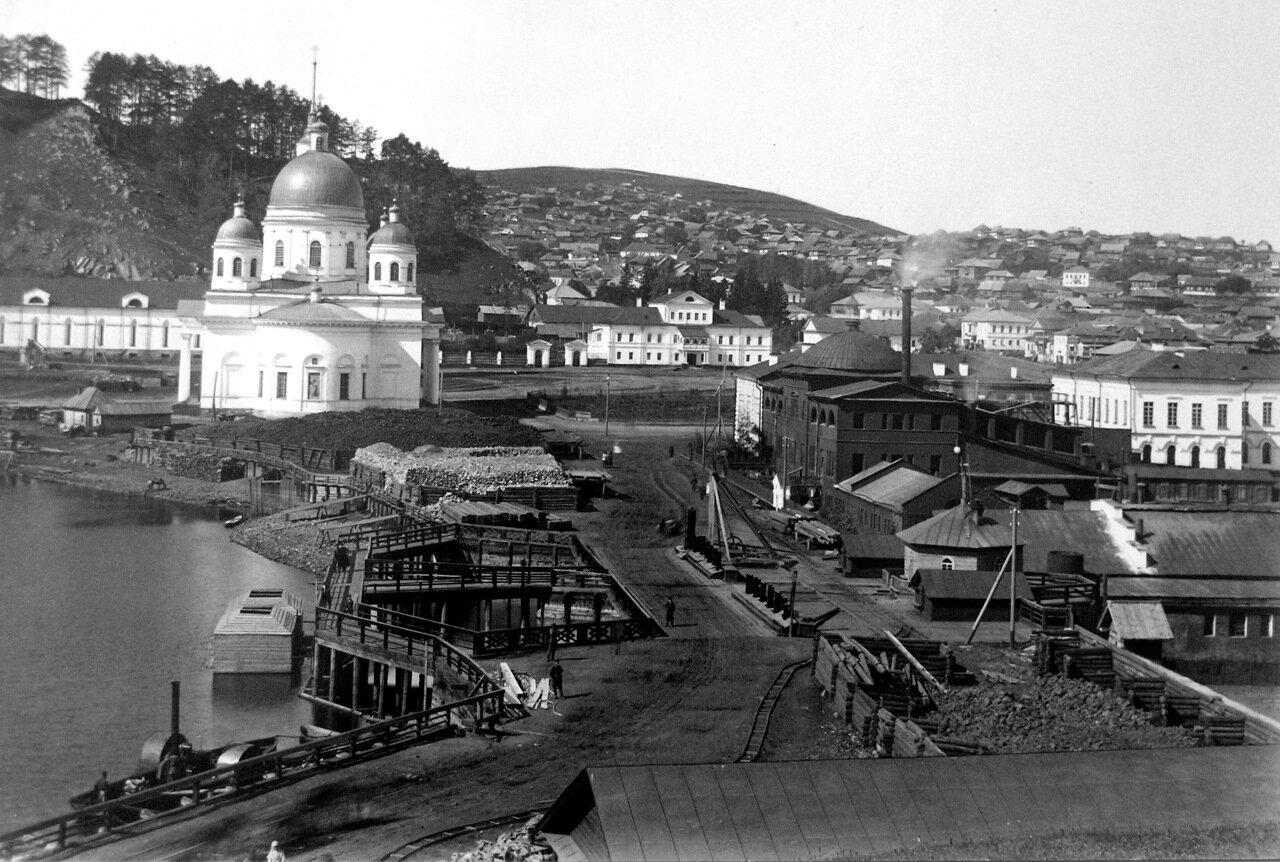 1890-е. Вид на Собор и плотину завода.
