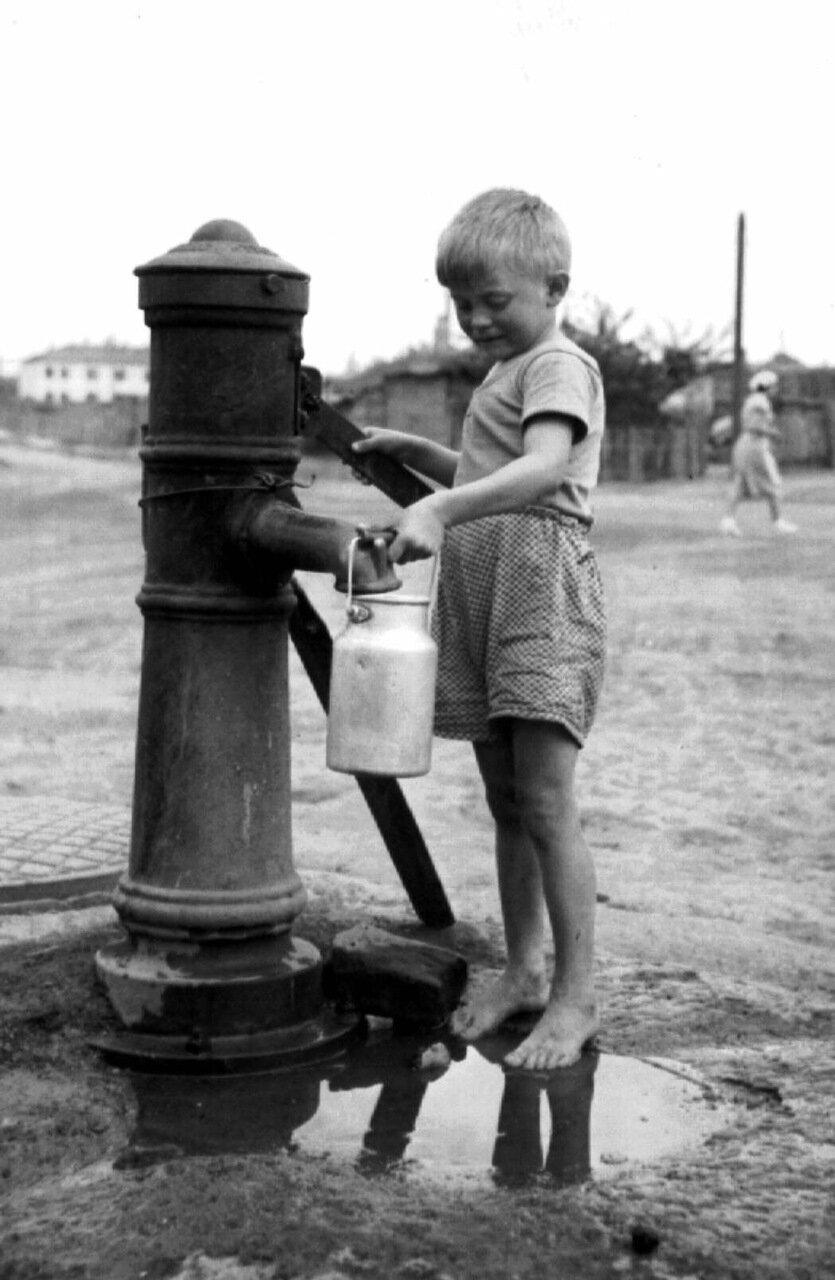 1957. Водонаборная колонка