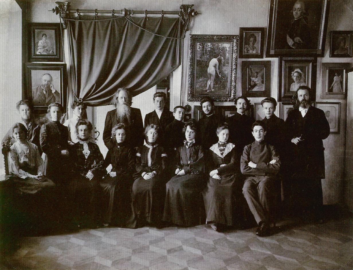 Карелин с учениками своей рисовальной школы